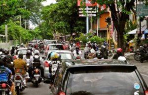 het drukke verkeer op Bali