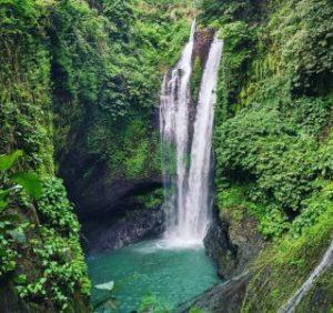 Watervallen midden Bali